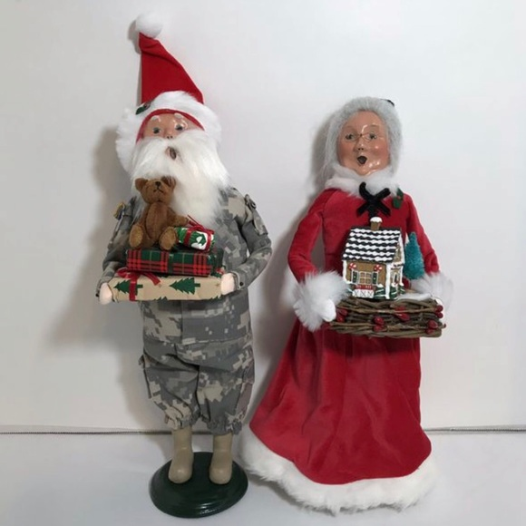 Byers Choice Other - Byers Choice Camo Santa Claus Mrs. Claus Figures